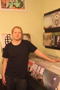 """Für Lars Hoffmann läuft das Geschäft glänzend: Der neue Hype um Schallplatten lässt beim """"Underdog Recordstore"""" die Kassen klingeln."""